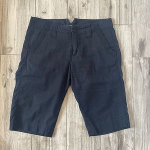 Marc Jacobs Women's Black Bermuda Shorts Size 4